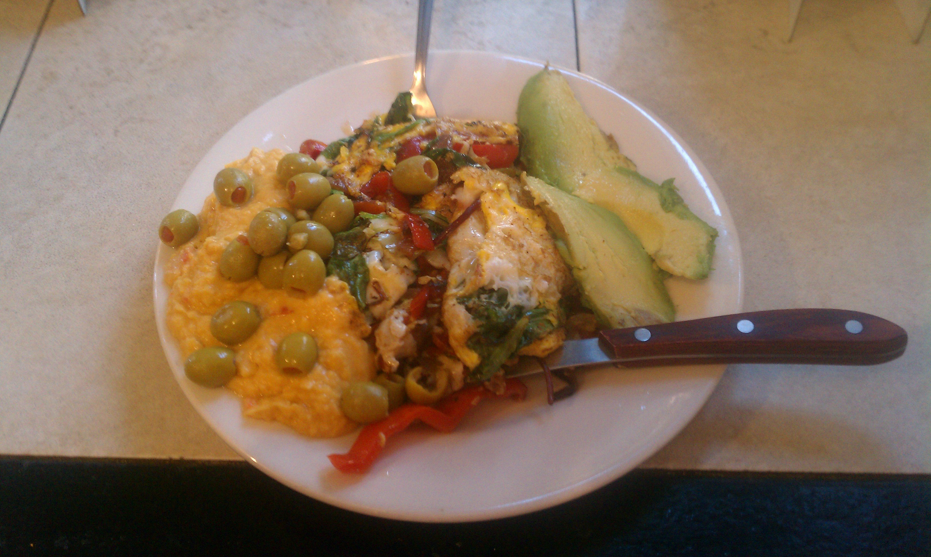 A Diet Plan To Lose Weight With Hashi Mashi For Breakfast - Vegetable Egg Omelete, Hummus, Avocado , Olives