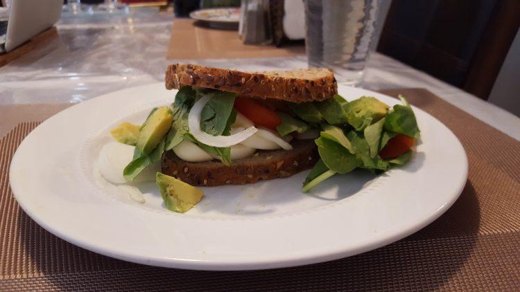 slow-carb-diet-review-standard-breakfast-egg-sandwich