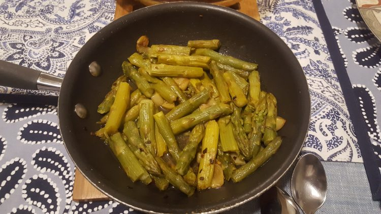 How to cook asparagus on the stove with Button Mushrooms